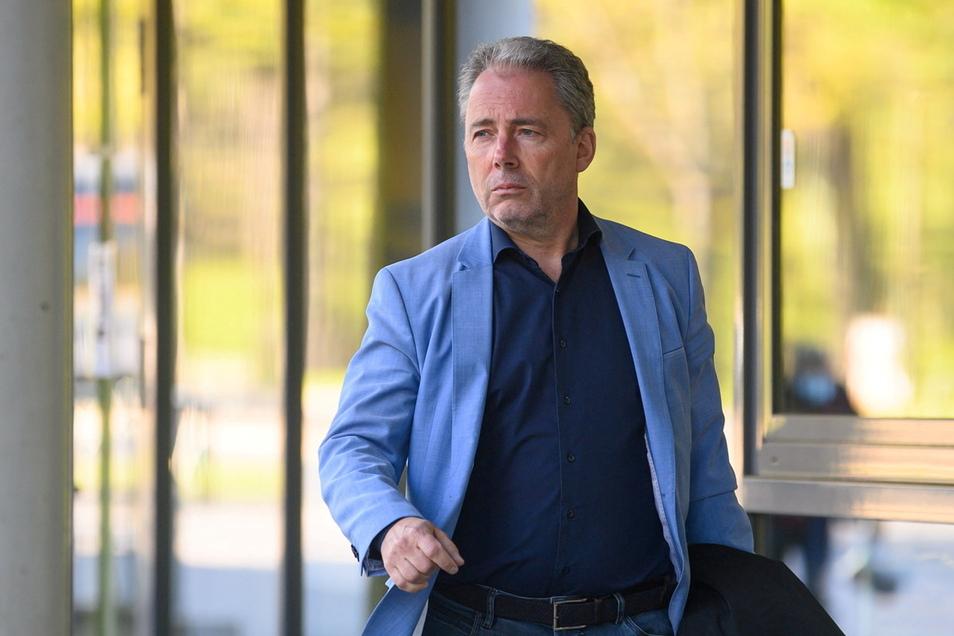 Dynamos kaufmännischer Geschäftsführer Jürgen Wehlend machen die Ausschreitungen rund um das Aufstiegsspiel betroffen. Er kündigt eine konsequente Aufarbeitung an.