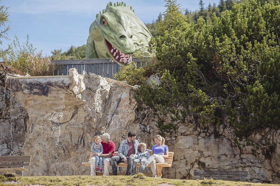 Dinos begegnet man im Triassic Park auf Schritt und Tritt. Sie brüllen auf Knopfdruck.