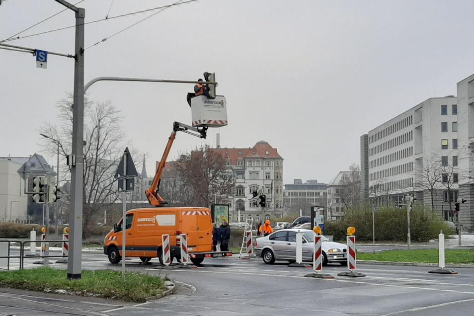 Nach dem Umbau der Alberstraße bis zum Carolaplatz für den Radverkehr muss jetzt die Kurve im Vordergrund für Arbeiten der DVB eingeengt werden.