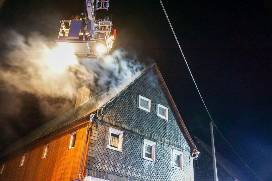 In Neukirch/Lausitz rückte die Feuerwehr am Sonnabend gegen 21.15 Uhr zu einem Dachstuhlbrand aus und konnte Schlimmeres verhüten.