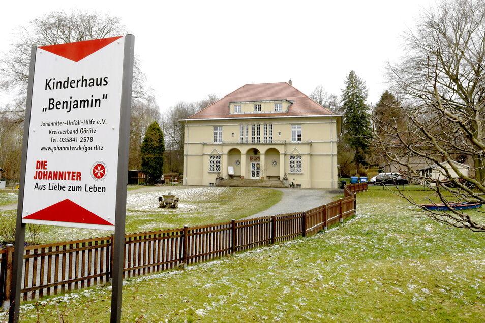 """Nicht nur die schöne Villa des Großschönauer Kinderhauses """"Benjamin"""" steht unter Denkmalschutz, sondern auch das Gelände ringsum."""