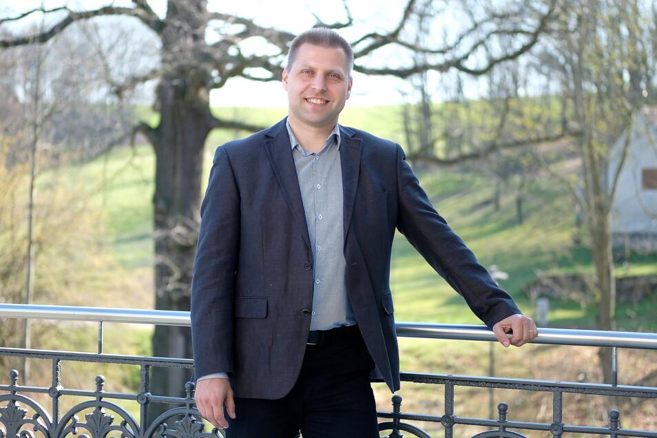 Klipphausens Bürgermeister Mirko Knöfel will mit dem Gemeinderat einen ehrgeizigen Haushalt für dieses Jahr verabschieden, muss aber auch Projekte wie die Sanierung des Freibades Miltitz zurückstellen.