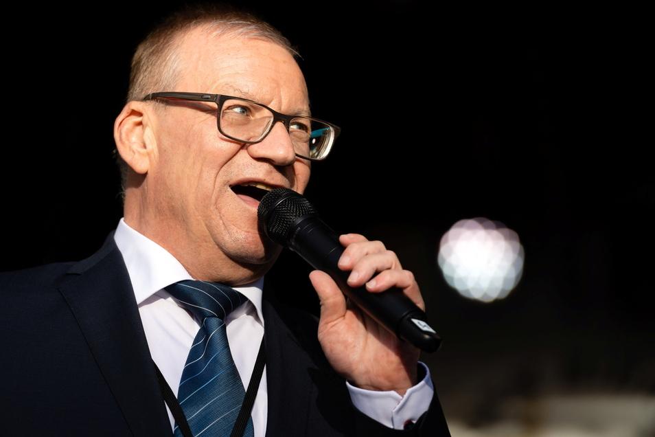 Nach Einschätzung des Radeberger OB Gerhard Lemm (SPD) hat eine Mischung aus Frust und Protest zum guten Wahlergebnis bei der AfD geführt.