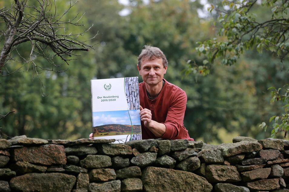 Sebastian Klotsche aus Höckendorf ist einer der Autoren des kalendarischen Jahrbuchs für das Keulenberggebiet. Das ist jetzt erschienen.