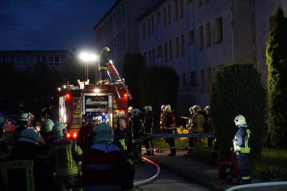 Durch das schnelle Eingreifen von Feuerwehrleuten konnte eine Ausbreitung des Brandes verhindert werden.