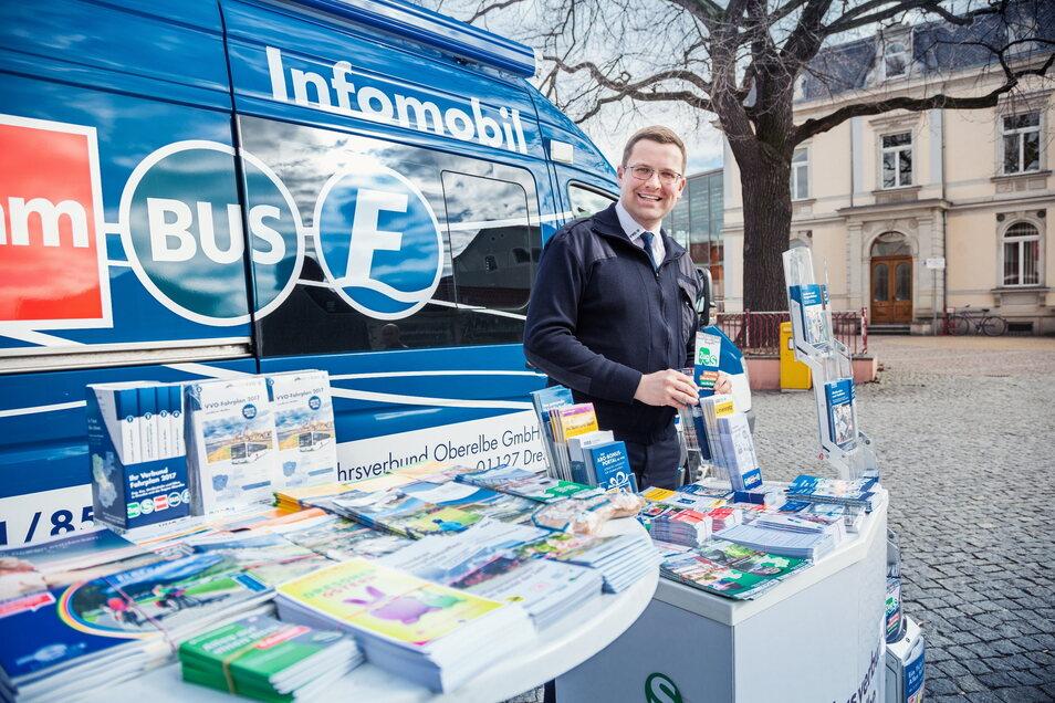 Das VVO-Infomobil mit Fahrer Jens Richter kommt auf den Wochenmarkt.