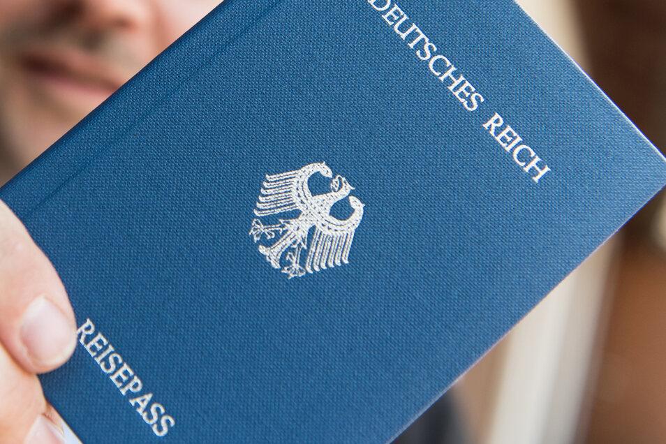 """""""Reichsbürger"""" erkennen die Bundesrepublik und Entscheidungen ihrer Institutionen nicht an."""