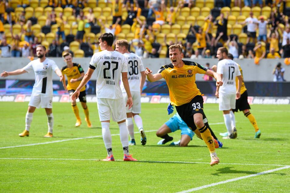 Christoph Daferner jubelt nach seinem Tor zum 2:0. Dynamo gewinnt am Ende 3:0 gegen Ingolstadt.