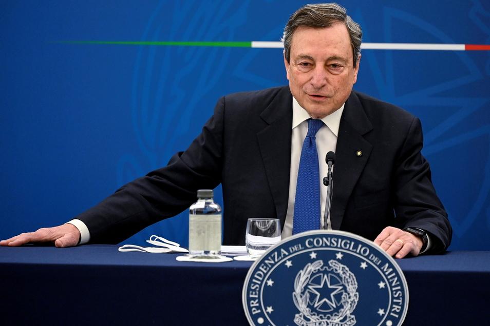 """Das """"SofaGate"""" um den Besuch der Kommissionspräsidentin von der Leyen in Ankara erhitzt die Gemüter. Nun äußerte sich Italiens Regierungschef Mario Draghi mit drastischen Worten."""