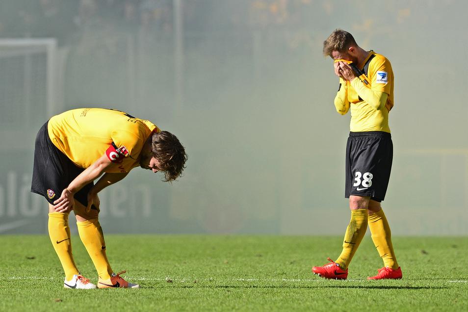 Zuletzt ist Dynamo im Mai 2014 aus der 2. Bundesliga abgestiegen – mit Tränen bei Romain Bregerie (links) und Tobias Müller.