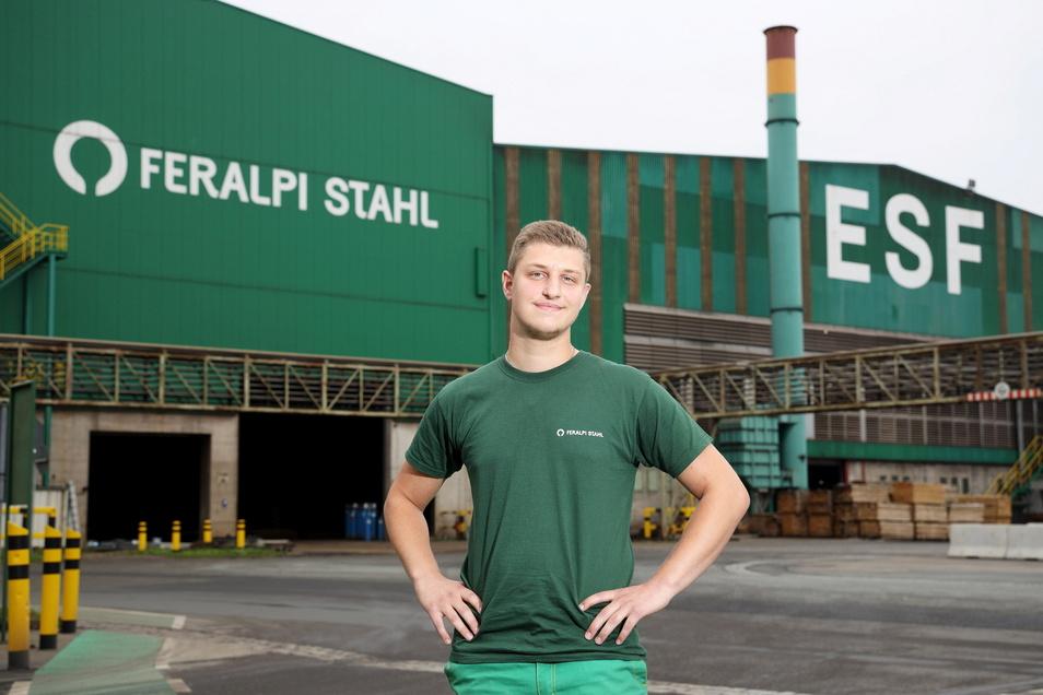 Gut 700 Mitarbeiter beschäftigt Feralpi Stahl in Riesa. Seit Anfang September gehört auch Marwin Bombis dazu - der 18-Jährige lernt Industriemechaniker.
