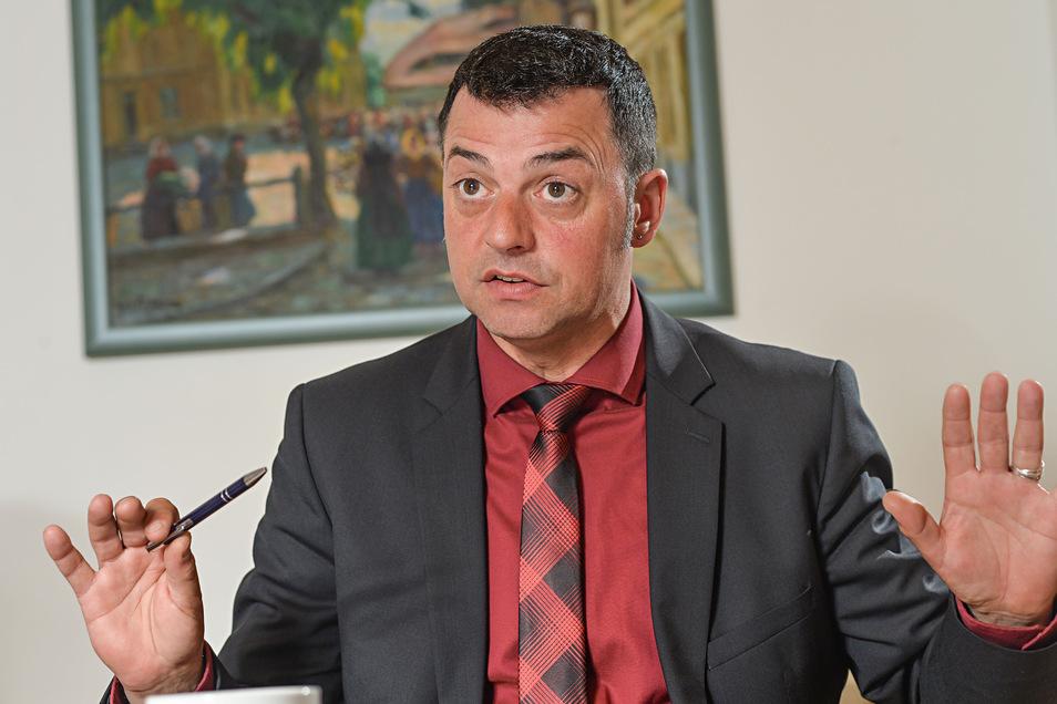 Mehrere Vereine und Initiativen sind gegen die Rückübertragung des Kreis-Ausländeramtes an Udo Witschas (CDU).