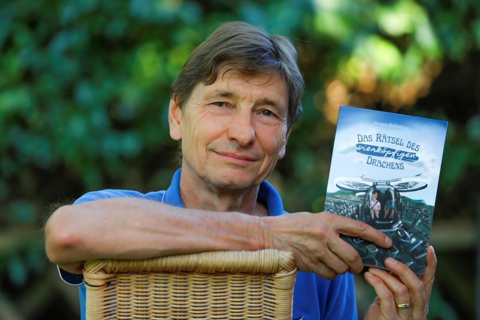 """Jürgen Scheibler hat vor Kurzem das Kinderbuch """"Das Rätsel des vierköpfigen Drachens"""" geschrieben. Es ist das dritte Buch des Dittersbachers."""
