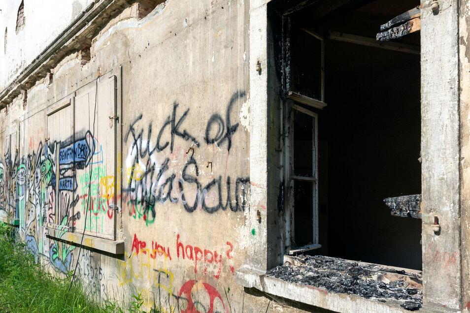 Nur einen Tag vor der Brandstiftung in Crostau hatten Unbekannte bereits versucht, eine ungenutzte Ruine auf dem Firmenareal in Brand zu setzen. Stefan Noack bemerkte das Feuer rechtzeitig - und löschte es selbst.