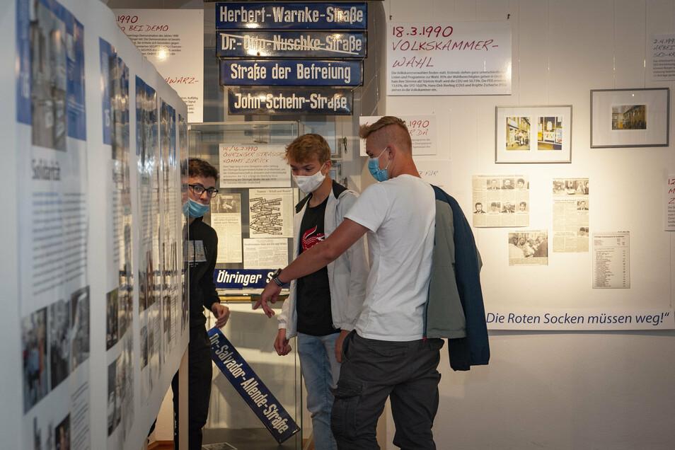 Maurice Heide, Jonas Richter und Vincent Johne in der Sonderausstellung.