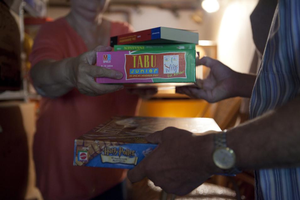Spiele, Bücher und co.: Über die Jahre sammelt sich viel an. Braucht man das alles noch?