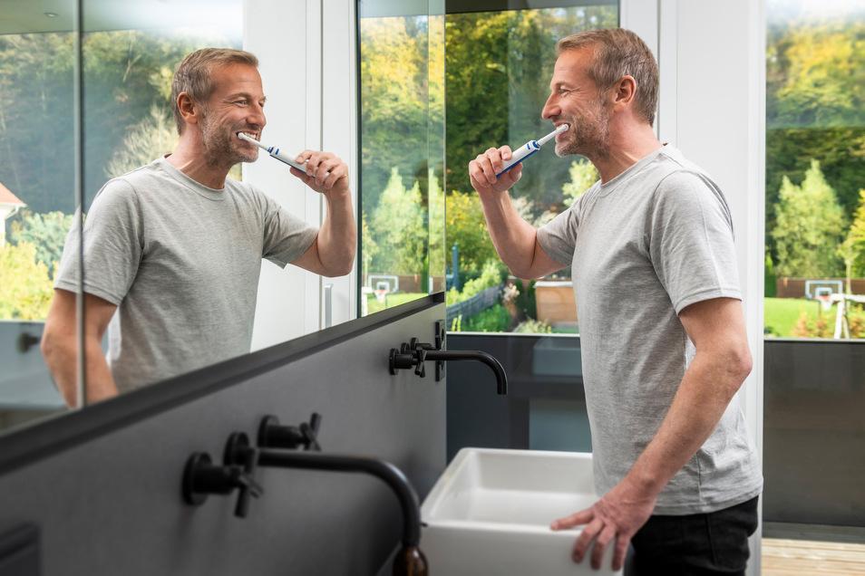 Mindestens zwei Mal täglich zwei Minuten. Aber geht es mit smarten Zahnbürsten besser?