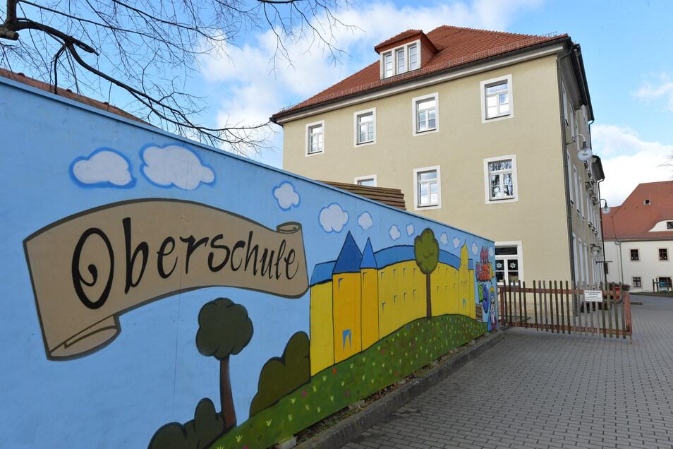 Die Oberschule am Pfortenberg ist eine der fünf Schulen in Trägerschaft der Stadt Dippoldiswalde. Diese benötigen rechtzeitig zu Schuljahresbeginn neue Bücher.