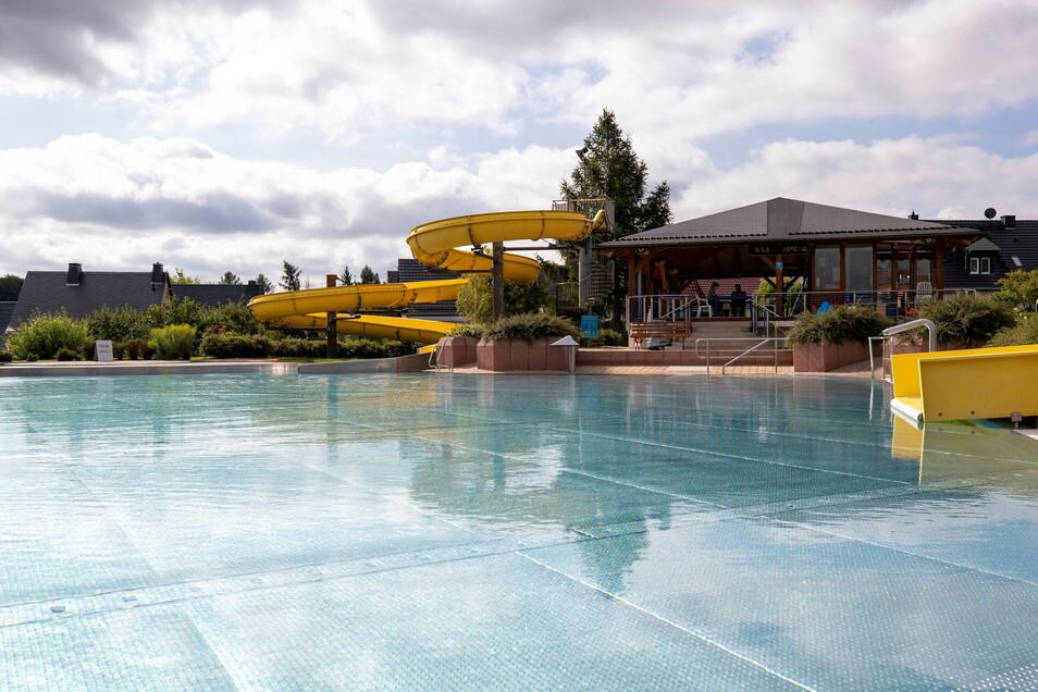 Kein einziger Gast schwimmt im Dorfhainer Becken.