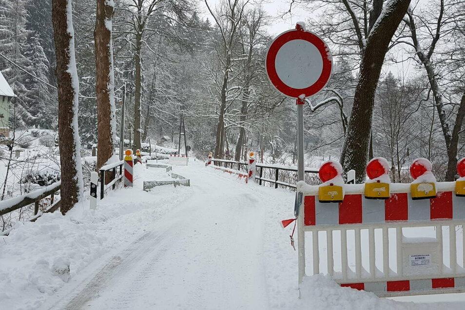 Durchfahrt offiziell verboten: Die Talstraße zwischen dem Hochofen in Rosenthal und der Schweizermühle wurde gekappt.