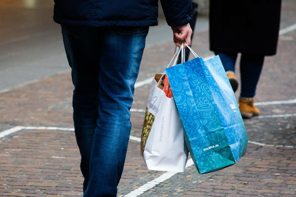 Einkaufen ist in Mittelsachsen ab sofort wieder mit Termin in den Geschäften möglich.
