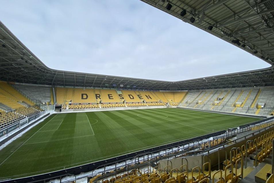Der Blick ins Rudolf-Harbig-Stadion zeigt: Dynamos Heimspiel gegen Lübeck am Sonntag kann stattfinden.