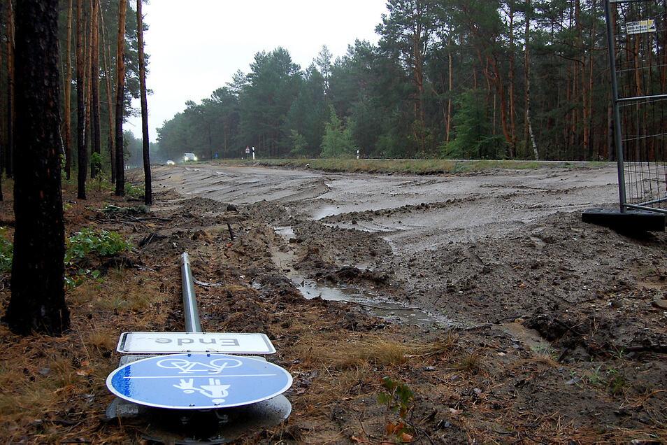Hier endete bisher der Weg zum Scheibe-See entlang der Staatsstraße 108. Mitte November soll der noch fehlende Abschnitt ergänzt sein.