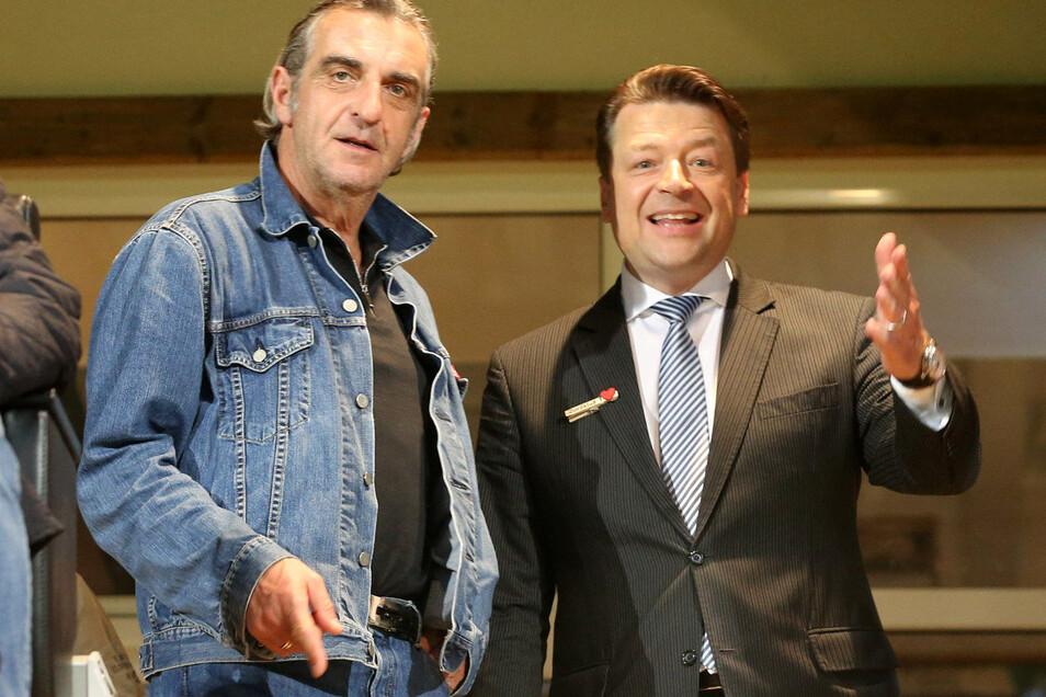 Sportgeschäftsführer Ralf Minge (l.) wird Dynamo Ende Juni verlassen, Präsident Holger Scholze dankt ihm schon jetzt von ganzem Herzen - und fordert Respekt für alle in der Diskussion ein.
