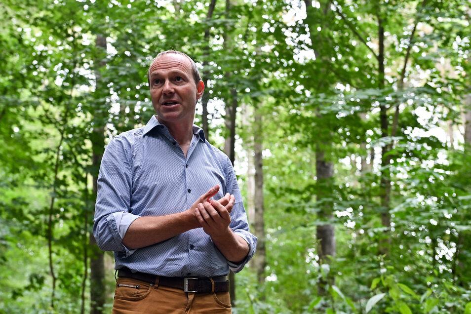 Wolfram Günther (Grüne) ist zwar Vorsitzender der Agrarministerkonferenz, wartet aber auf Entscheidungen aus Brüssel. Milliardensummen sind zu verteilen - mit Rücksicht auf Ostdeutschland.