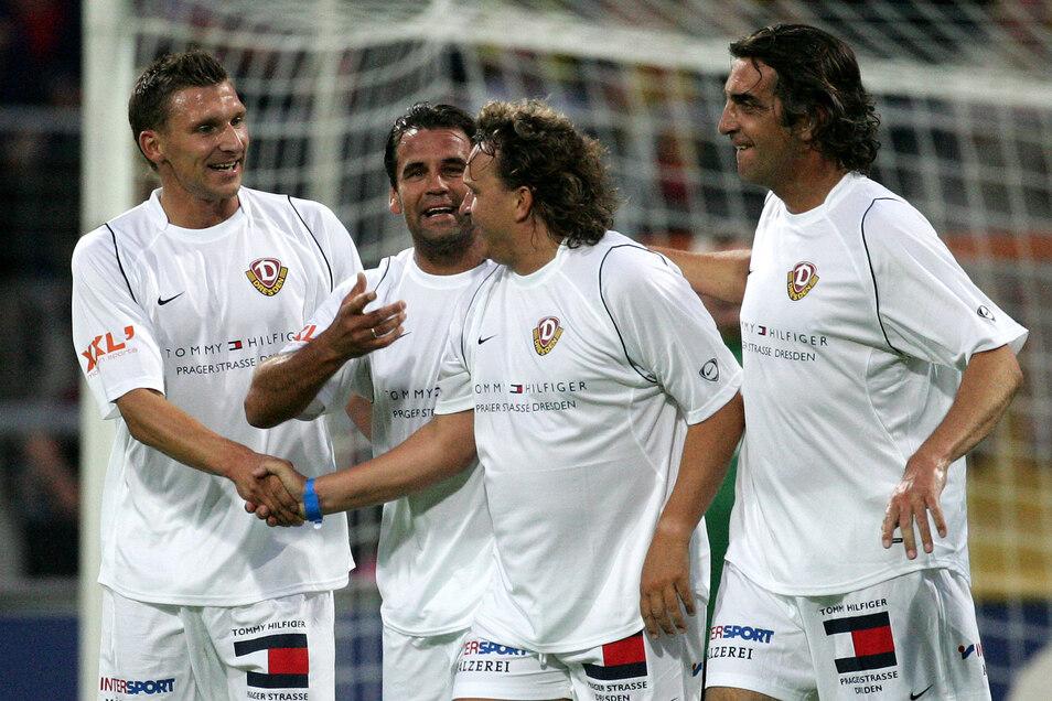Dynamo-Legenden unter sich im Juni 2007 beim Benefizspiel im alten Rudolf-Harbig-Stadion (v. l.): Maik Wagefeld, Ulf Kirsten, Heiko Scholz und Ralf Minge.