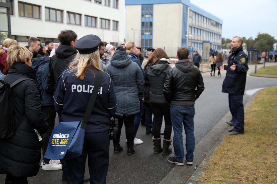 Noch Anfang Januar herrschte beim Hochschultag reges Begängnis. Jetzt ist Stille eingekehrt auf dem Polizeigelände an der Friedensstraße in Rothenburg. Studenten fürchten sogar um die Durchführung der Prüfungen.