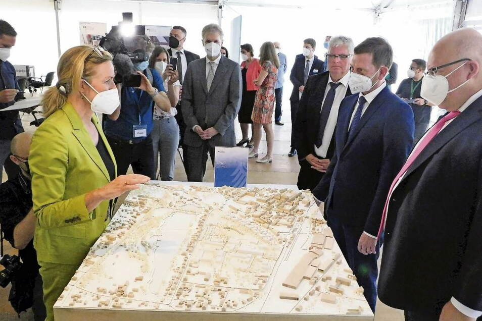 Das Bundesamt für Wirtschaft und Ausfuhrkontrolle (Bafa) errichtet in Weißwasser einen Neubau. Wirtschaftsminister Peter Altmaier wurden jüngst die Entwürfe präsentiert. Mehr als 200 Jobs hat der Bund bereits in der Stadt mit der Außenstelle des Bafas ang