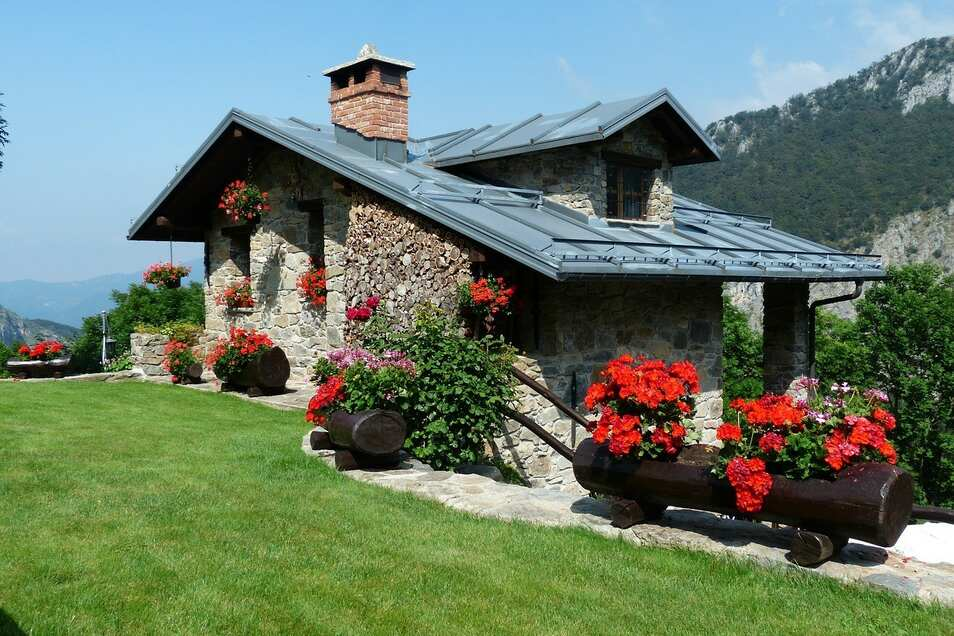 Ein sehr gewichtiges Kriterium bei der Buchung eines Ferienhauses ist die Lage, welche sich unmittelbar auf den Preis auswirkt.