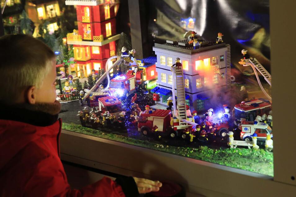 Per Knopfdruck können Besucher im Museum Klocków in Karpacz ein Feuer löschen. Die Szene wurde, wie alle anderen hier, aus Lego gebaut.