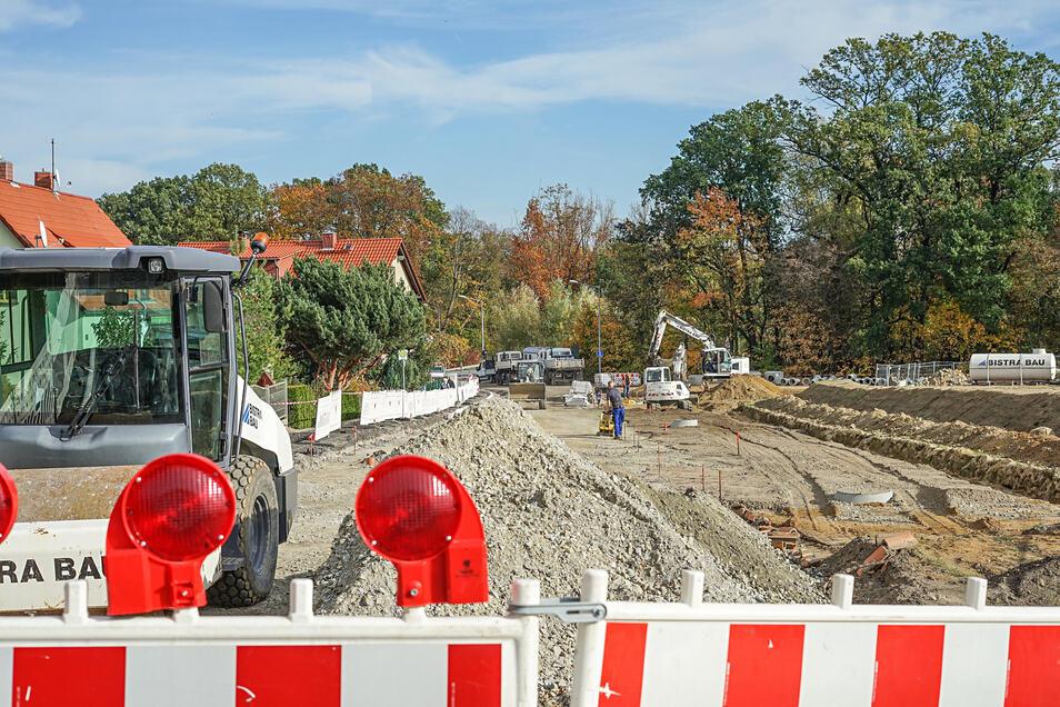 An der Neustädter Straße wird schon an der neuen Bombardier-Zufahrt gebaut. Nun wurde auch der Auftrag für die neue Brücke vergeben.