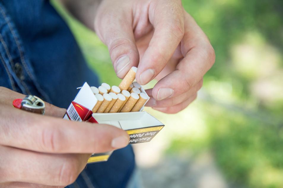 Noch gefährlicher als sonst. Raucher erkranken häufiger schwer am Coronavirus.