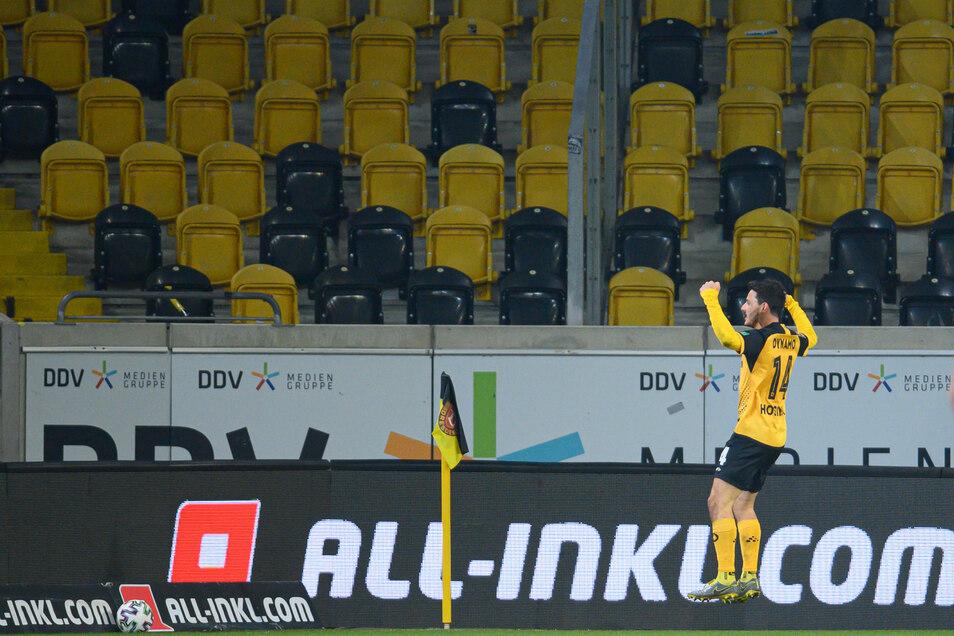 Torschütze allein zu Haus? Mit den Fans kann Philipp Hosiner nach seinem Treffer zum 2:0 nicht jubeln, aber gleich kommen die Mitspieler.