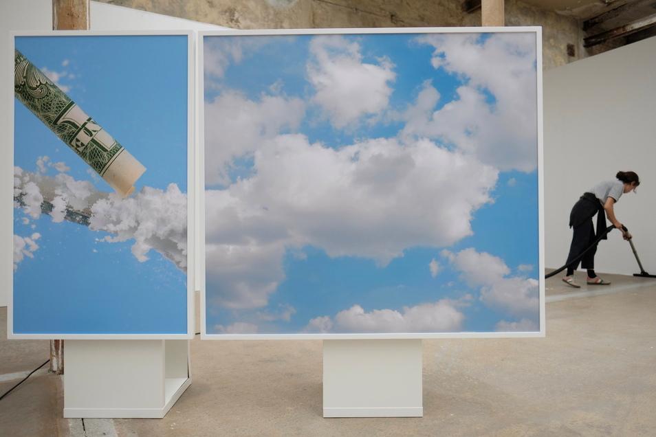 """Die Arbeit """"Lines & Clouds"""" der Berliner Künstlerin Victoria Binschtok in der Werkhalle der Spinnerei. Das Kunstwerk wird auf dem 9. Festival für Fotografie """"f/stop"""" gezeigt."""