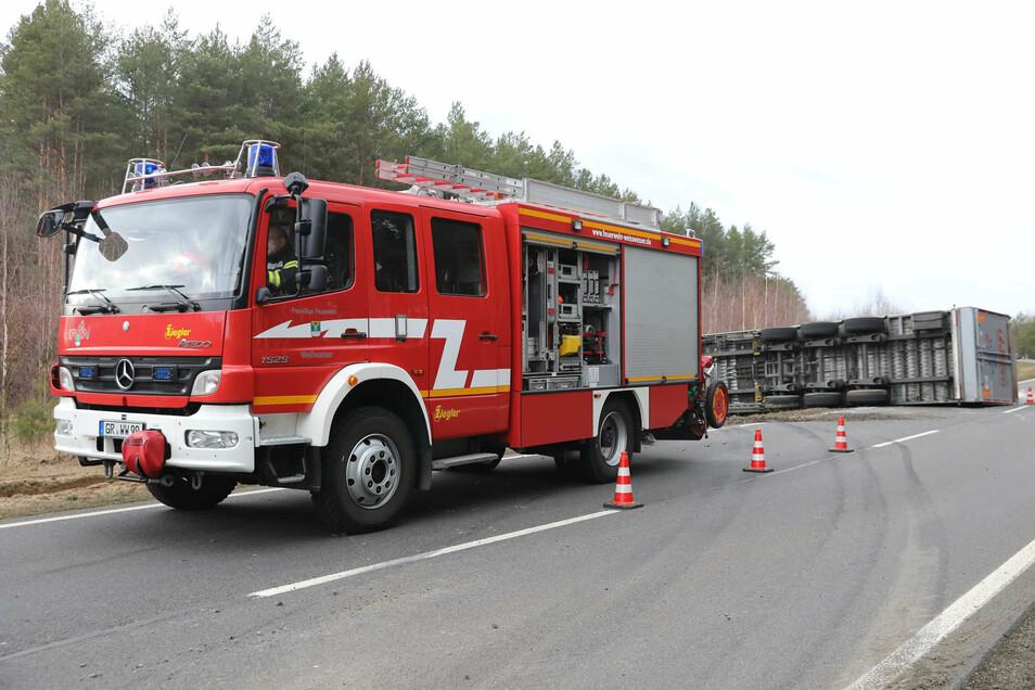 Hier war die Boxberger Feuerwehr bei einem Lkw-Unfall auf der B 156 im Einsatz.