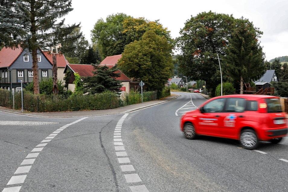 In dieser Kurve an der B 96 in Ebersbach passieren immer wieder Unfälle.