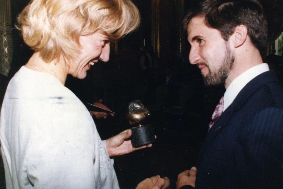 Wer erkennt ihn? Der jugendliche Frank Richter bekommt 1995 den Erich Kästner-Preis überreicht. Heute leitet er die Landeszentrale für politische Bildung.