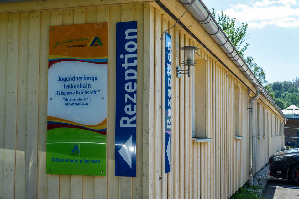 Im renovierten Gebäude des Strandbades befinden sich heute unter anderem die Rezeption und Gemeinschaftsräume der Jugendherberge.