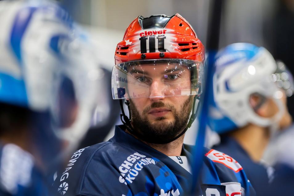 Stürmer und Kapitän Jordan Knackstedt bleibt den Eislöwen treu.