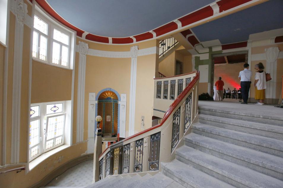 Im Aufgang ist noch viel zu tun. Am 1. Dezember wollen Eigentümer und Betreiber das Kulturhaus 2.0 eröffnen.