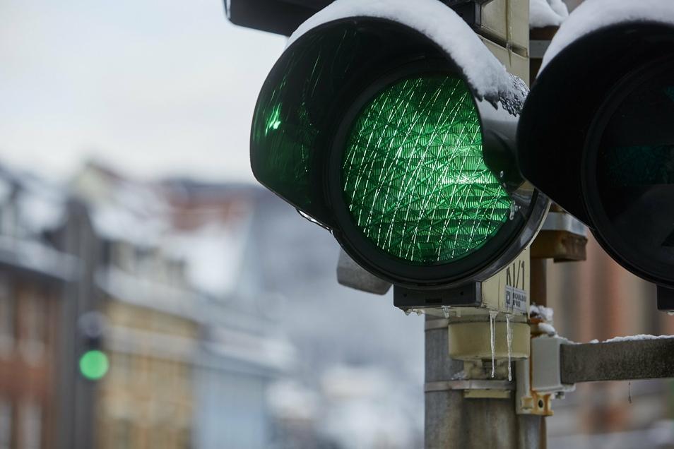 Leuchtet intensiver und spart auch noch Strom: Freital rüstet seine Ampeln auf LED-Technik um.