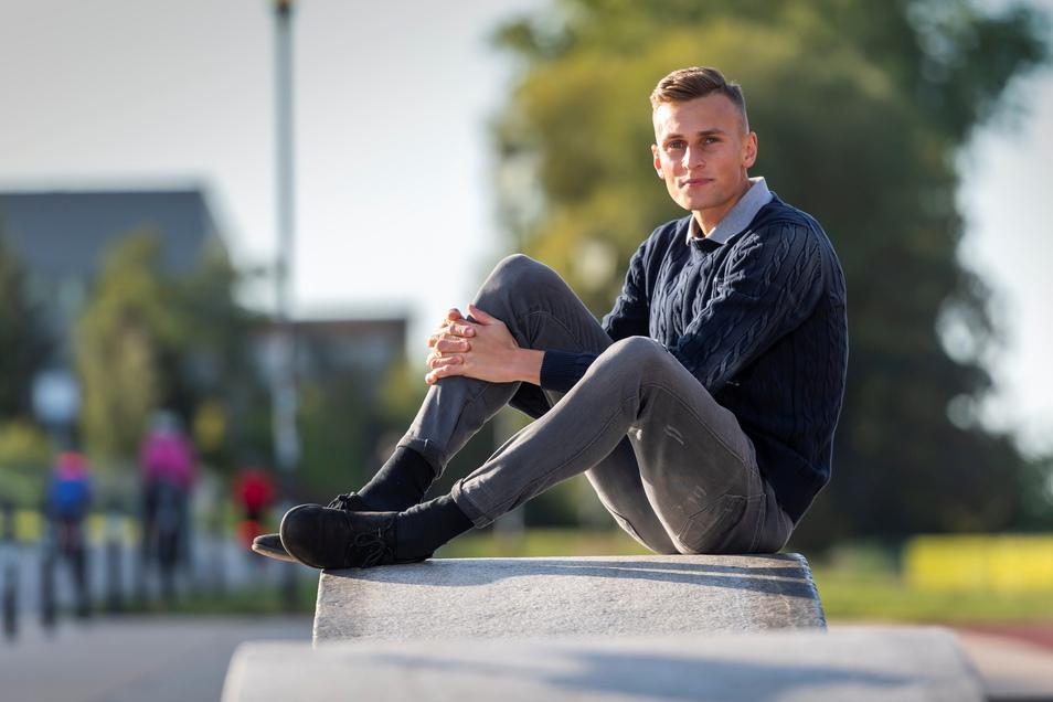 Entspannt ist Karl Bebendorf nach dem Training im Dresdner Heinz-Steyer-Stadion. Zeit durchzuatmen und mal kurz innezuhalten.