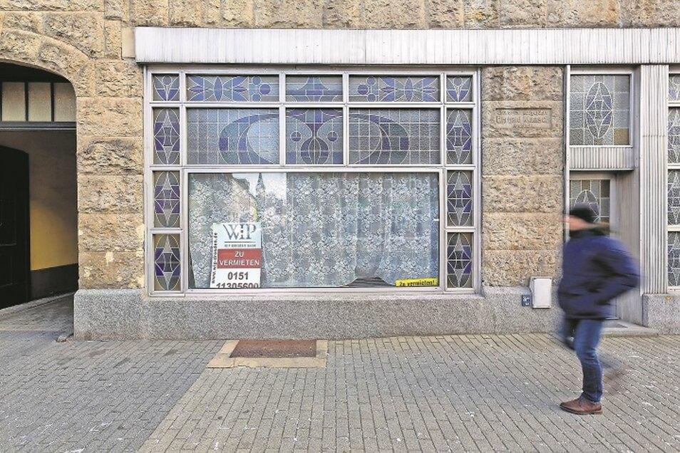 Keine Seltenheit: Auf der Dresdner Straße in Freital steht etwa jedes achte Geschäft leer.