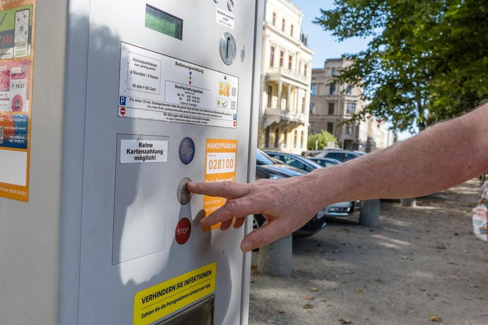Wer die grüne Taste drückt, kann in Görlitz auch nach dem 1. November weiterhin die ersten 15 Minuten gratis parken.