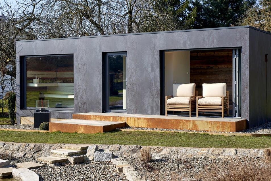 """Wellness pur im heimischen Garten. Ein """"Spacube"""" vereint Sauna, Lounge, Fitnessraum, Whirlpool, Sonnendeck und Outdoorküche."""