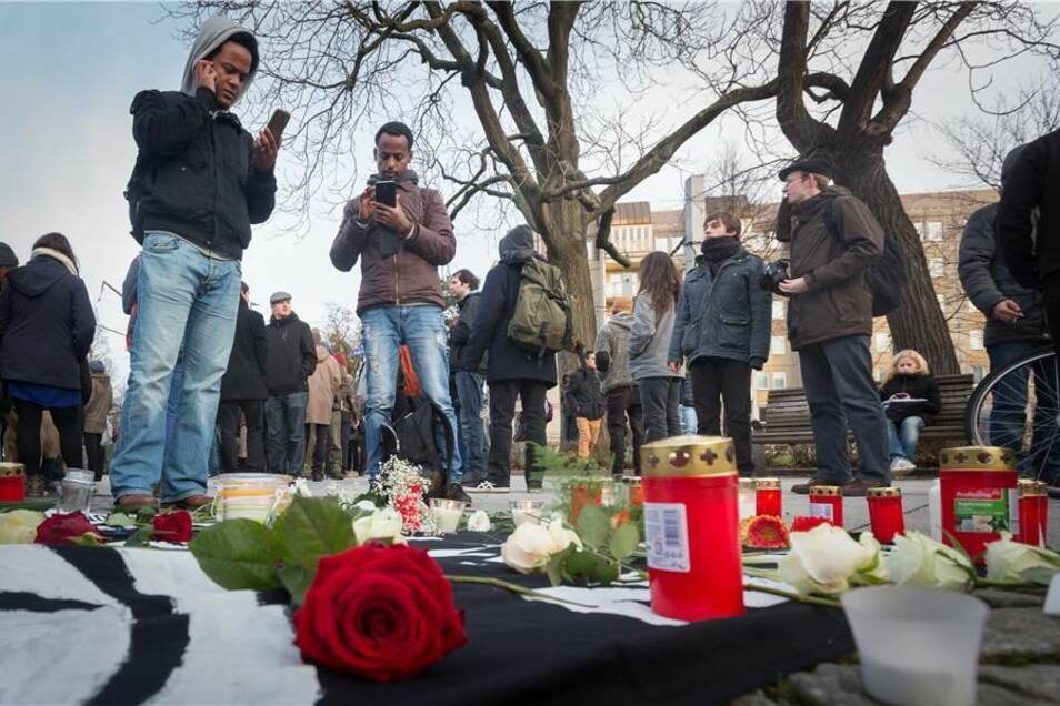 Mahnwache am Gomondai-Platz für den toten 20-Jährigen.